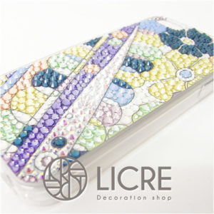 LICREコレクションのColorful spring柄でiphoneデコレーション