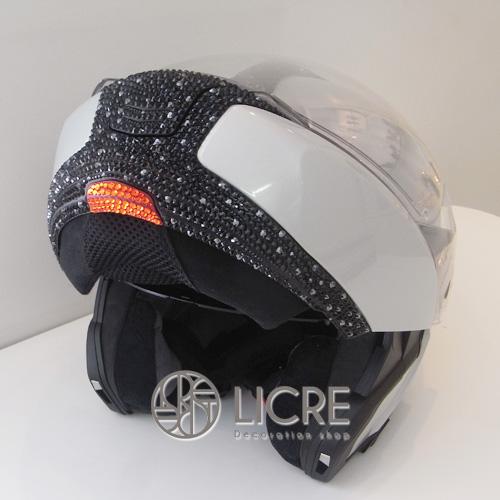 BMWヘルメットをスワロフスキーデコレーション