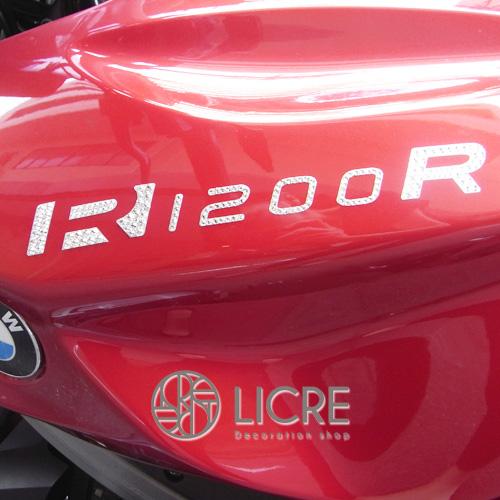 BMWバイクにスワロフスキーデコレーション