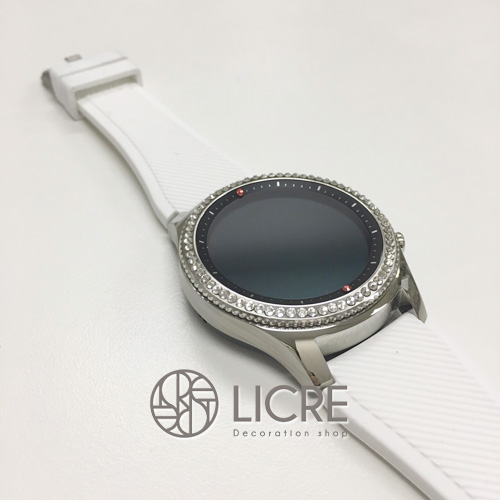 シンプルの中に拘りが光る腕時計デコレーション