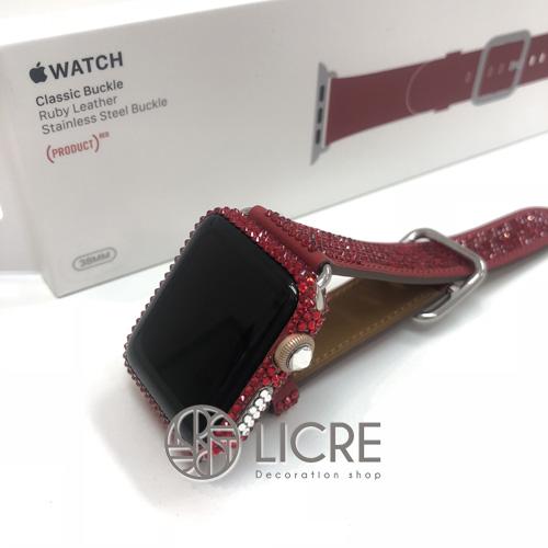 Apple Watchの革ベルトとフレームを真っ赤なスワロフスキーでドレスアップ