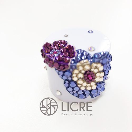 ペットボトルキャップにパープルカラーのお花輝くオリジナルデコレーション