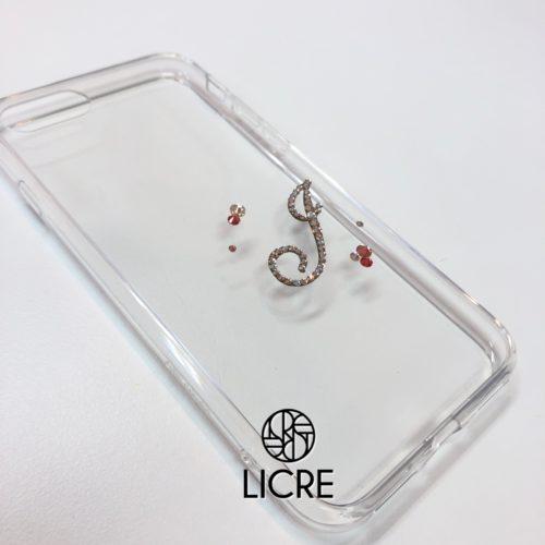 iphone7ケースにワンポイントイニシャルデコレーション