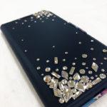 大人な輝きを放つ変形スワロフスキーをMIXした手帳型iphoneケースデコレーション