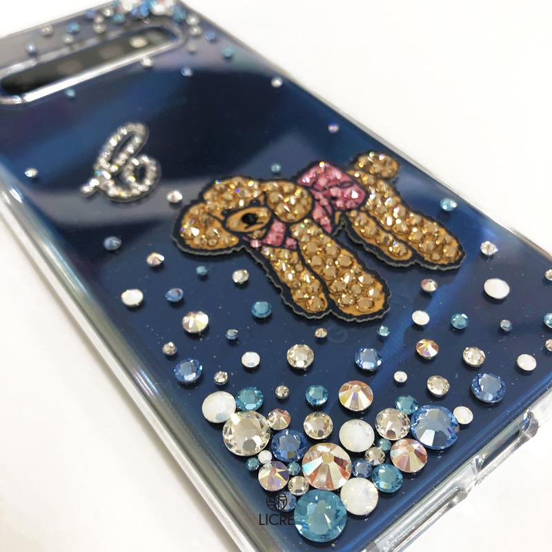 ワンポイントデコレーションで魅せるプードルモチーフ入りのスマートフォンケース